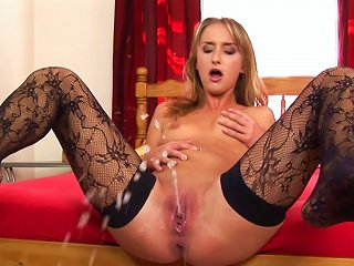 XBabe Porno - Nude Sologirl Is Pissing Indoors