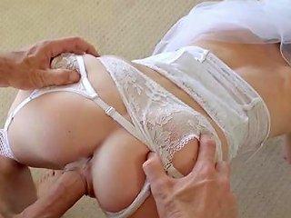 HellPorno Porno - Strong Sensations For Sleazy Bride In Heats
