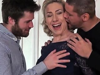 NuVid Porno - Hot Milf Dp With Cumshot