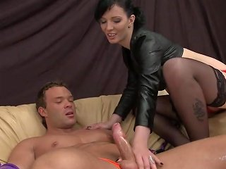 XHamster Porno - Cheap Dominatrix Quick On The Go Dominates Muscular Guy